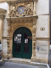 Entrance to Restaurant des Halles