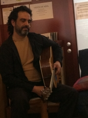 Flavio Piervittori plays guitar