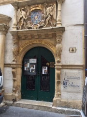 Entrance to Restaurant des Halles